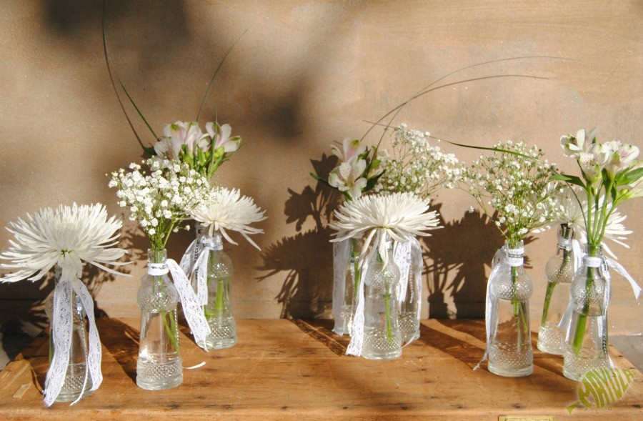 Centros de mesa blancos y platas mayula flores