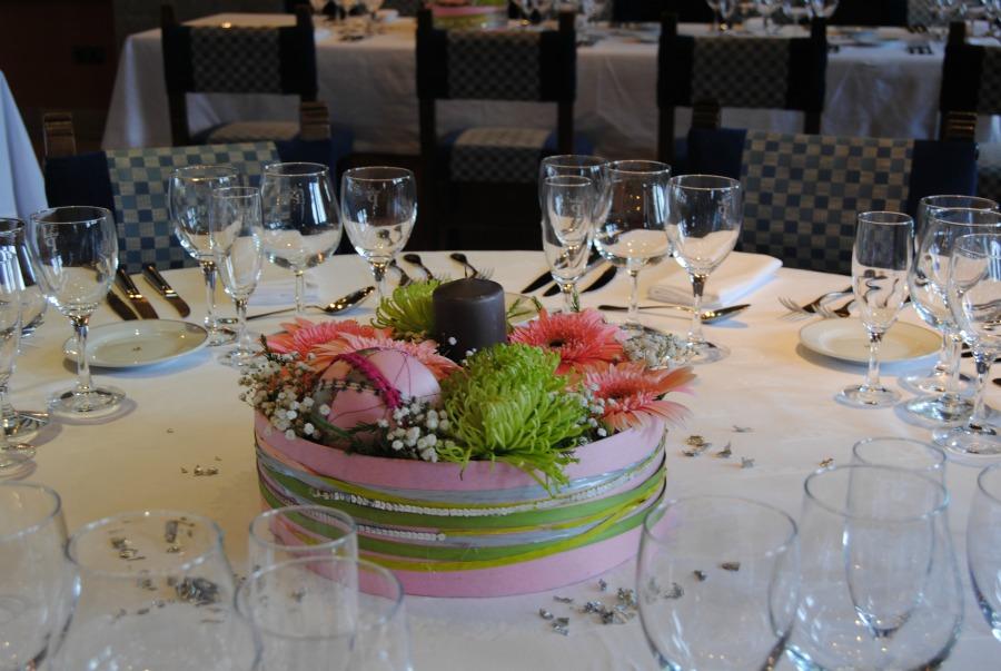 Centro de mesa en verde plata y rosa Mayula flores