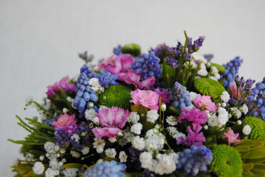 Ramo de novia siltrestre azul y lila Mayua Flores