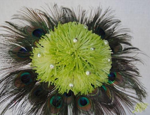 Ramo de novia con plumas de pavo real