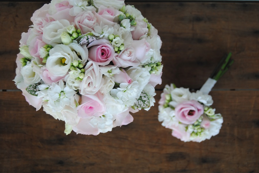 ramo de novia en blanco y rosa
