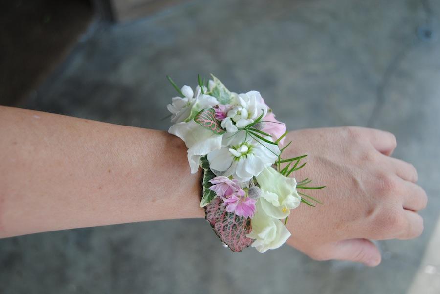 Pulsera para novia de flores