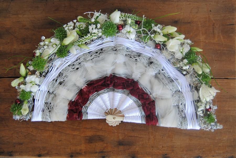 ramo de novia con forma de abanico