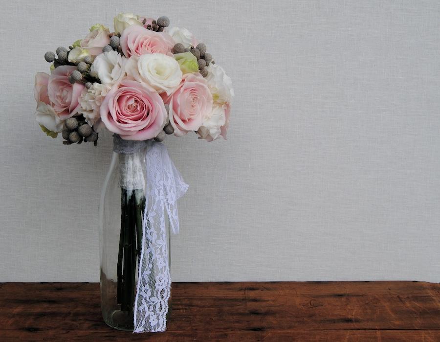 Ramo de novia romantico en colores muy suaves