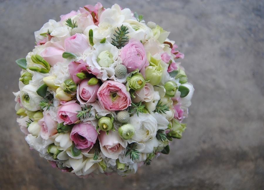 Ramo de Novia Romántico en blanco y rosa