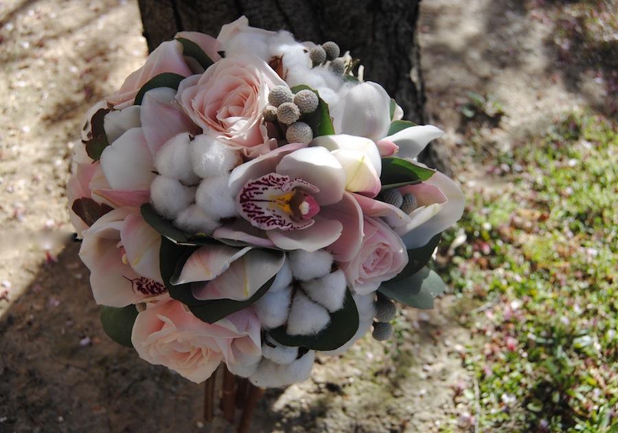 Ramo novia especial y diferente con algodón rosas