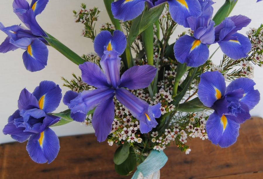 Jarrón con flores para regalar el día de la madre