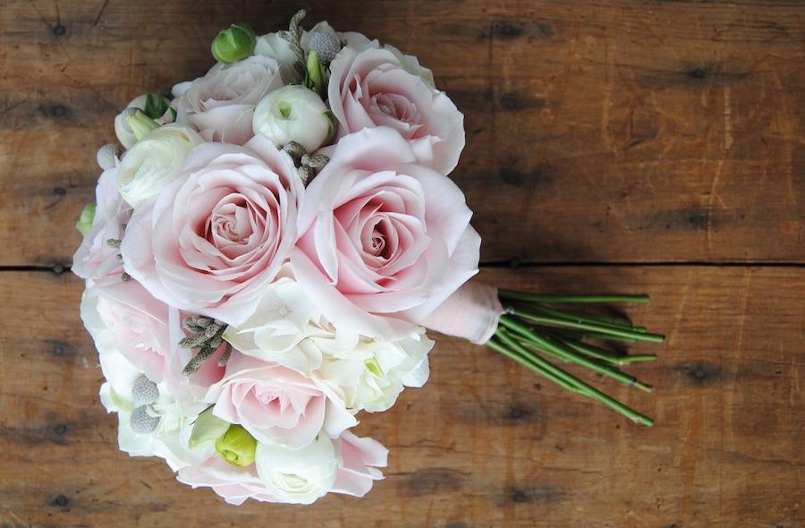 ramo novia romántico y dulce con hortensia