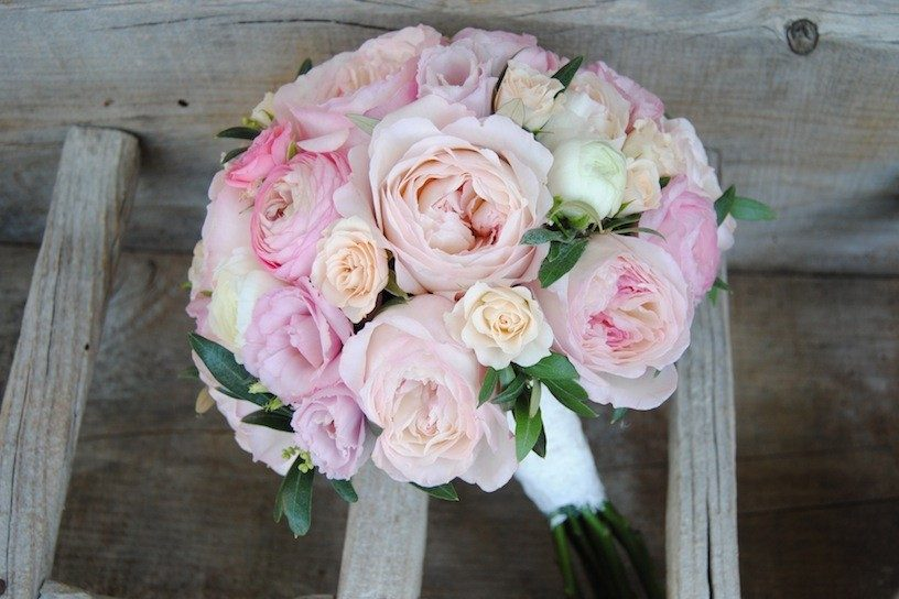 ramo de novia con rosas de jardín