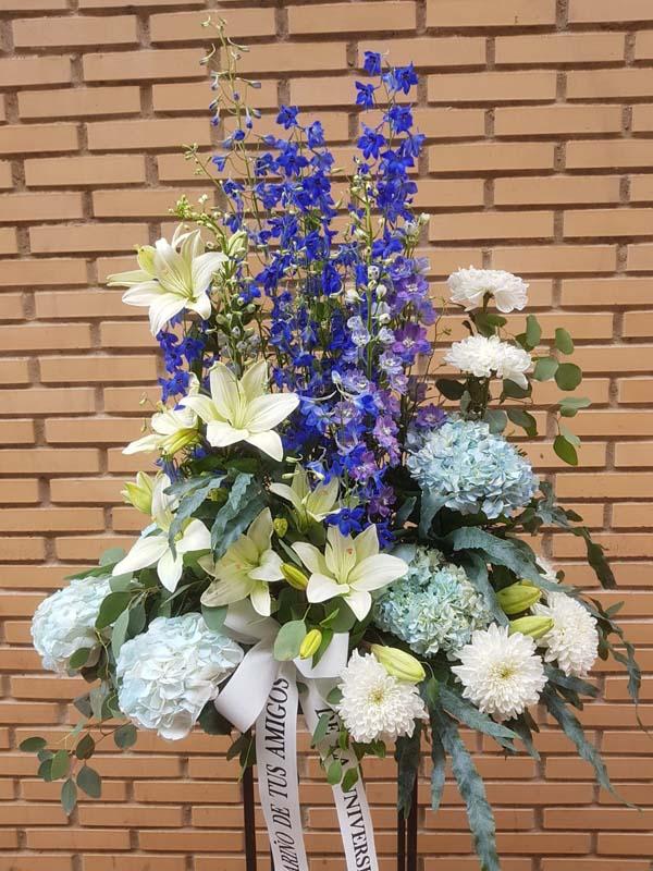 Centro para funeral en tonos azules